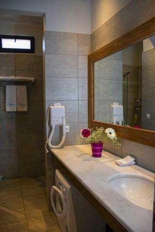 Deluxe Suite Okyrroi Alissachni Bathroom