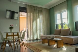 Deluxe Suite Okyrroi Alissachni Lounge