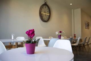 reception bar alissachni breakfast table