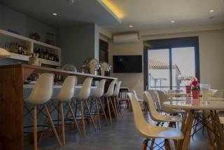 reception bar alissachni sitting area
