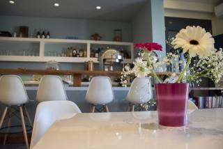 reception bar alissachni tables